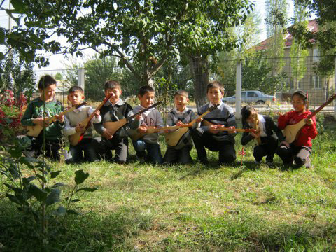 1205_kirghistan_young-enthusiasts